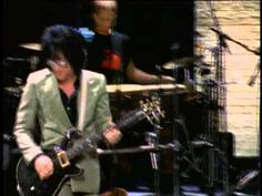 ▶ Billy Idol - Eyes Without A Face (Live In New York 2001) - YouTube ... Cool version of a tune I've always liked a lot. This must have been a great show.