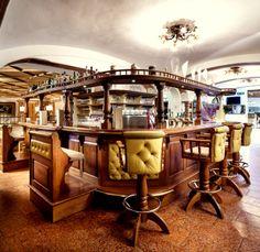 Country Hotel, Liquor Cabinet, Relax, Restaurant, Home Decor, Twist Restaurant, Homemade Home Decor, Diner Restaurant, Interior Design