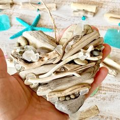 Making driftwood wall art can be as simple as dipping a piece of wood in some paint and then hanging it somewhere. That was actually the strategy that was used to create this gilded driftwood project from If you want to make something simil Driftwood Wreath, Driftwood Wall Art, Driftwood Projects, Diy Arts And Crafts, Craft Stick Crafts, Twig Crafts, Heart Wall Art, Coastal Wall Art, Great Housewarming Gifts