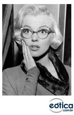 Marilyn Monroe com óculos gatinho