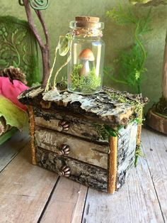 Best DIY Fairy Furniture - ideas and images Mini Fairy Garden, Fairy Garden Houses, Diy Jardim, Fairy Bedroom, Fairy Garden Furniture, Fairy Crafts, Woodland Fairy, Fairy Garden Accessories, Fairy Doors