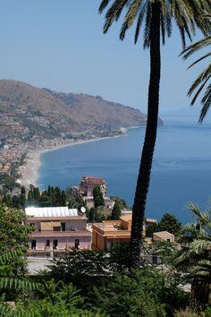 VENI VIDI AMAVI! Sore Eyes, Mediterranean Sea, River, Mansions, House Styles, Beach, Outdoor, Mansion Houses, Outdoors