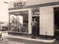 Old gulf in West Mifflin PA. Became Dewar's gulf across from Allegheny County Airport Roger Sitzes Old Pictures, Old Photos, West Mifflin, Vintage Airplanes, Vintage Cars, Old Gas Pumps, Old Gas Stations, Filling Station, Texaco