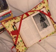 One handed reading pillow- Nice for folks after a hand or arm injury. Repinned by SOS Inc. Resources.  Follow all our boards at http://pinterest.com/sostherapy  for therapy resources.