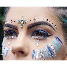 Close up of one of my makeup looks at SGP #festivalmakeup #beauty #bblogger #makeup #glitter #glittermakeup #bluemakeup #facegems