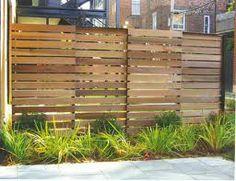 Un treillage en bois moderne et facile construire des for Realiser une cloture en bois