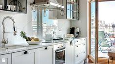 biała kuchnia, marmur w kuchni, trendy kuchenne