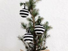 DIY-Anleitung: Gestreifte Weihnachtskugel häkeln via DaWanda.com
