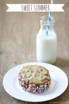 homemade ice cream sandwiches with sprinkles atthepicketfence.com @meetuatthepicketfence