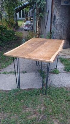 Atelier Ripaton - Hairpin Legs - DIY table haute réalisée avec un plateau bois brut et des pieds en épingle.