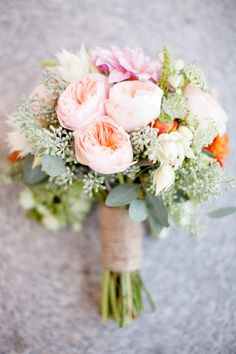 A garden #rose #wedding bouquet in cheerful spring colors like coral and baby pink NEVER disappoints!  Photography: Ashlee Raubach - www.ashleeraubach.com
