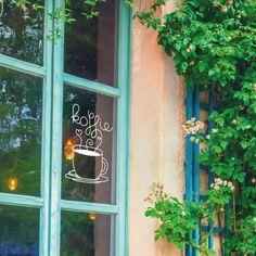 Gek op een kopje koffie? Dan staat deze raamtekening vast goed op je (keuken) raam! Ook heel geschikt voor lunchrooms en café's.