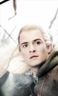 When he sees the one: | Community Post: 6 GIFs Of Legolas Reacting To Everyday Things In Middle-Earth