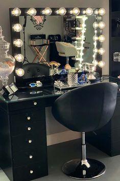 black makeup vanity table with drawers , schwarzer make-up-waschtisch mit schubladen black makeup vanity table with drawers , Dark black makeup. Cute Makeup Vanity, Vanity Makeup Rooms, Makeup Table Vanity, Vanity Room, Vanity Set, Makeup Tables, Vanity Tables, Makeup Vanities, Mirror Vanity