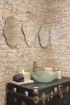 Velice nápaditým a nevšedním způsobem je zařízena koupelna.