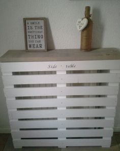 side table/radiator ombouw. gemaakt van steigerhout en witte latten.