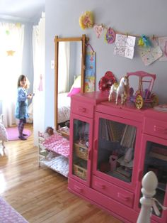 Reminds me of my daughter's room when she was little...I miss having a LITTLE girl!
