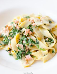 penne with spinach and salmon Diet Recipes, Healthy Recipes, Easy Recipes, Quick Easy Meals, I Love Food, Pasta Salad, Food Porn, Food And Drink, Healthy Eating