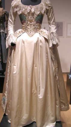 Marie Antoinette's Peacock Gown - 18th century court. Note: neck lace ...