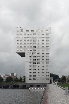 Claus en Kaan        Tower, Almere, 2001