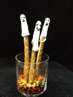 Pretzel Ghosts created @CityGirlBigWorldWorld and a #Halloween #giveaway!