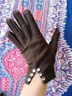 1960s Mod Fashion, Vintage Fashion, Best Gloves, Anti Fashion, Cotton Gloves, Vintage Gloves, Ethnic Wear Designer, Antique Clothing, Cardigan Fashion