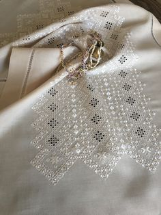 Crewel Embroidery, Cross Stitch Embroidery, Bargello, Ladies Night, Elsa, Diy And Crafts, Afghanistan, Sewing, Angles