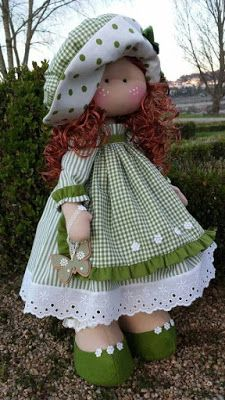 FELTROMARA: BONECAS CRÉDITO NOS MOLDES -RETIRADOS DA NET Sock Dolls, Felt Dolls, Doll Toys, Baby Dolls, Crochet Dolls, Sewing Doll Clothes, Sewing Dolls, Doll Crafts, Diy Doll