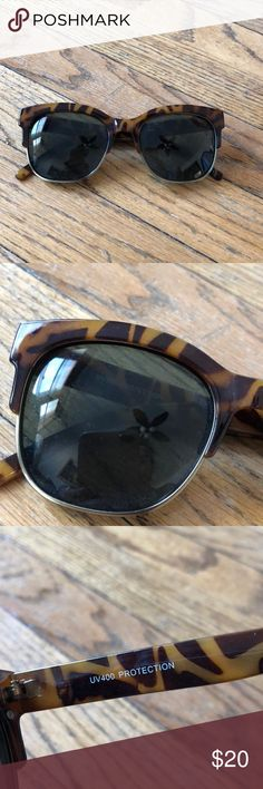 Tortoiseshell Sunglasses Bought from a local boutique- unbranded. Super cute and trendy for summer!!! Just have 4 other pairs of sunniest and I️ never reach for these. Hope they find a good home!! Kinda like the Ray Ban Clubmaster. No imperfections or scratches Accessories Sunglasses