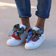 THE WHITE BLUE SNEAKERS – alamedaturquesa