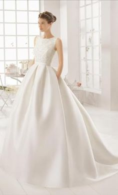 Aire Barcelona Arcilla 16: buy this dress for a fraction of the salon price on PreOwnedWeddingDresses.com