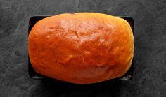 """Toastový chléb podle pana Cuketky není jen tak nějaký. Je nadýchaný uvnitř a na povrchu křupavý. Jedná se zkrátka o poctivou a domácí verzi známého """"tousťáku"""", který si v této podobě zamilujete, ať už na snídani nebo na ty pravé plněné sendviče. Pesto Sandwich, Walnut Pesto, Mozzarella, Sandwiches, Dairy, Lunch, Toast, Bread, Cheese"""