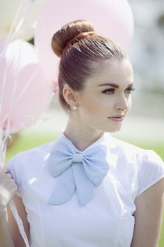Pretty pastel blouse and bow Look Fashion, Retro Fashion, Vintage Fashion, Womens Fashion, Color Type, Hipster Vintage, Look Formal, Blue Bow Tie, Diy Couture
