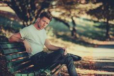 Valentin Dickler (@vaaalouh) • Photos et vidéos Instagram James Dean, Male Model, Outdoor Furniture, Outdoor Decor, Men's Fashion, Park, Photos, Style, Instagram
