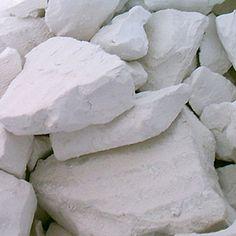 L'argile est une production permanente de la Terre. Elle est produite par l'érosion de la surface de la croûte terrestre, en particulier par l'action de l'eau (précipitations, fleuves et glaciers) qui désintègre par broyage et action chimique les roches...