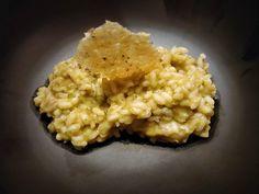 Risotto de hongos con crujiente de parmesano Ethnic Recipes, Food, Parmesan, Homemade Recipe, Homemade, Recipes, Essen, Meals, Yemek