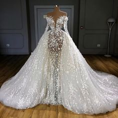 """I WILL get married in a Valdrin Sahiti gown"" Couture Wedding Gowns, Luxury Wedding Dress, Dream Wedding Dresses, Bridal Dresses, Gala Dresses, Event Dresses, Pretty Dresses, Beautiful Dresses, Ball Gowns"