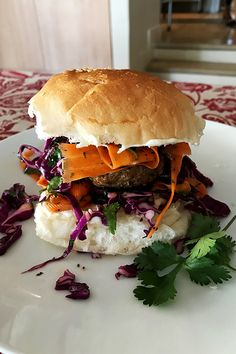 Middle Eastern lamb burger with coleslaw is based on a recipe by the award-winning chef Rantissi, the owner of Kepos Street Kitchen in Australia. Lamb Burgers, Easy Dinners, Coleslaw, Hamburger, Middle, Healthy, Ethnic Recipes, Food, Coleslaw Salad