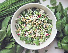 """Syötävän hyvä: Kukkakaali""""couscous""""-salaatti fetalla ja herneillä"""