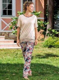 Yeni İnci Desenli Kadın Pijama Takımı | Pijama.com.tr Pj, Capri Pants, Sleep, How To Wear, Fashion, Babydoll Sheep, Moda, Capri Trousers, Fashion Styles