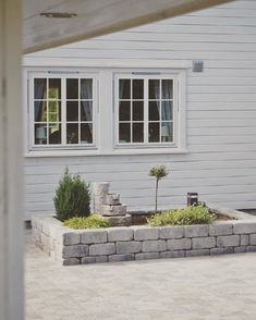 rabatt mur Rdhus mur kan brukes til s mangt! Som h - rabatt Outdoor Rooms, Outdoor Living, Outdoor Decor, Back Patio, Backyard Patio, Back Gardens, Outdoor Gardens, Scandinavian Garden, Garden Floor