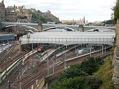 Edinburgh Waverley from the east, 2016.jpg
