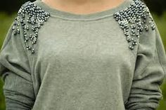 customização moletom. Hombro bordado con perlas. #embellished