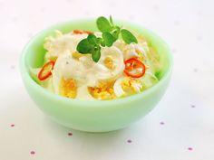 Eggesalat Looks Yummy, Bagels, Frisk, Hot Sauce, Baguette, Potato Salad, Pudding, Cooking, Ethnic Recipes
