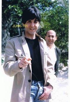 I'm Luzia, I love George Harrison a long time, and Beatles too. My Love Paul Mccartney, Lennon And Mccartney, Paul Mccartney Young, John Lennon, Liverpool, Beatles Band, Sir Paul, John Paul, The Fab Four