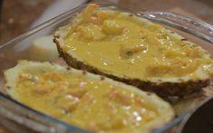 Camarão no abacaxi  Confira uma deliciosa receita de Rodrigo Hilbert para o Tempero de Família Verão