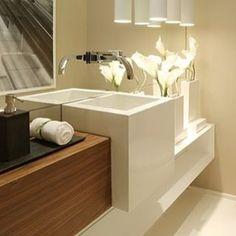 E mais lavabo para ativar a criatividade  #inspiração #GoPlural #VempraPlural #lavabo #cubaEsculpida #arquitetura #InstaHome #instadecor #interiores #madeira