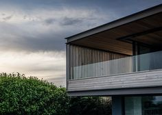 Welsh seaside #home by Hyde + Hyde #architects sits on the edge of a cliff