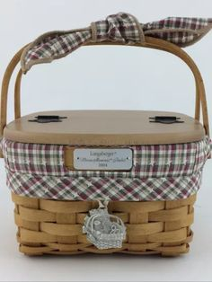 How to Use Wicker Baskets for Decorating Spaces, Storage Wood Basket, Wicker Baskets, Picnic Baskets, Home Design Diy, House Design, Nantucket Baskets, Basket Liners, Picnic Time, Linens And Lace