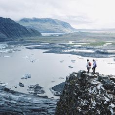 ICELAND : Today we hiked up Kristinartindar 🌋 overlooking the Skaftafell glacier ❄️. IT WAS INCREDIBLE. It was like looking at a painting, didn't even seem real 😱! This is definitely the top site we've visited so far in #Iceland.